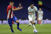 Angel Di Maria controls the ball against Fabián Balbuena of Paraguay during a match between Argentina and Paraguay as part of South American Qualifiers for Qatar 2022 at Estadio Alberto J. Armando on November 12, 2020 in Buenos Aires, Argentina.