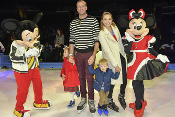 """Armie Hammer Elizabeth Chambers 2019 Disney On Ice """"Mickey's Search Party"""""""