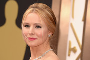 Kristen Bell Stuns In A Flowing Beaded Gown