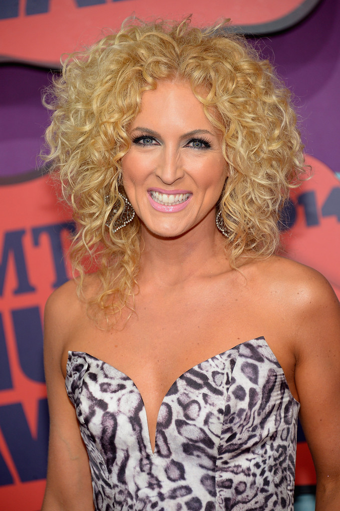 Kimberly Schlapman In Arrivals At The Cmt Music Awards