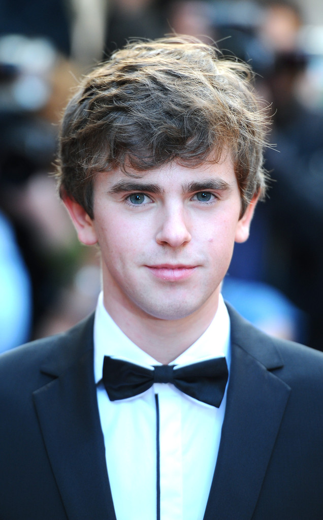 Freddie Highmore Photos Photos - Arrivals at the GQ Men of ... Vera Farmiga Instagram