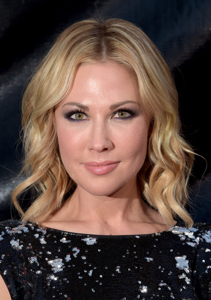 Actress Desi Lydic attends The 41st Annual People's Choice Awards at