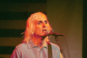 382544 01: Lead singer Art Alexakis performs live with his band, Everclear during a webcast concert November 28, 2000 in Santa Monica, CA.