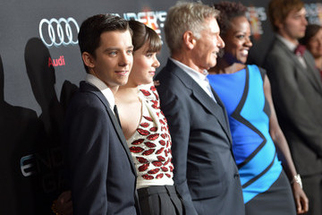 Asa Butterfield Hailee Steinfeld 'Ender's Game' Premieres in Hollywood —Part 2