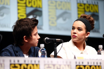 Asa Butterfield Hailee Steinfeld 'Ender's Game' Stars Talk to the Press at Comic-Con