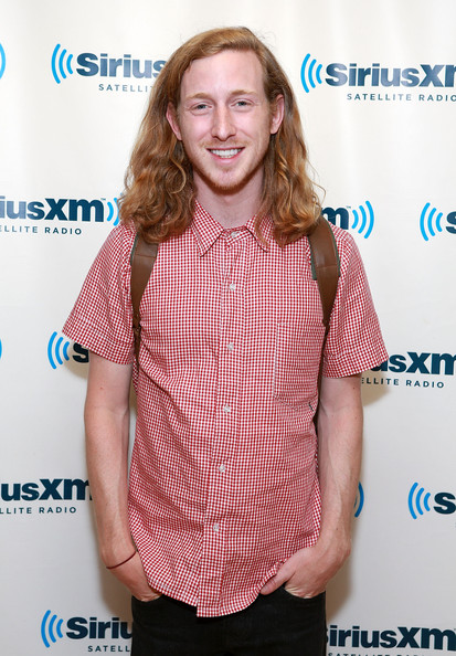 Asher Roth and Stephanie Pratt Sitting In A Tree...   Hollywire