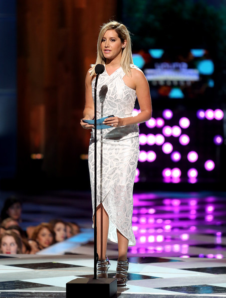 Ashley Tisdale[3] - Page 37 Ashley+Tisdale+2014+Young+Hollywood+Awards+CX5SV0HLc3-l