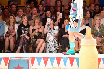 Aubrey Plaza Moschino Spring/Summer 19 Menswear And Women's Resort Collection - Front Row