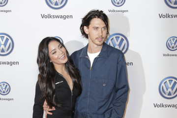 Austin Butler Vanessa Hudgens And Austin Butler Celebrate Volkswagen's Annual Holiday Drive-In