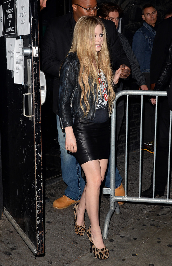 Avril Lavigne - Avril Lavigne Performs at the Viper Room