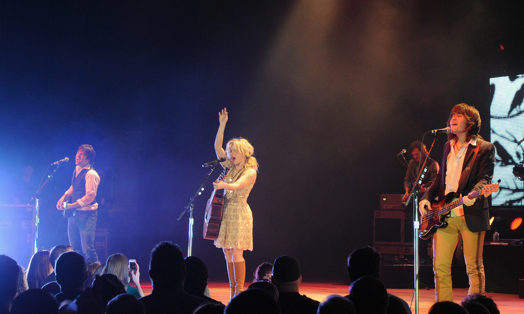Neil Perry In The Band Perry In Concert At The Ryman