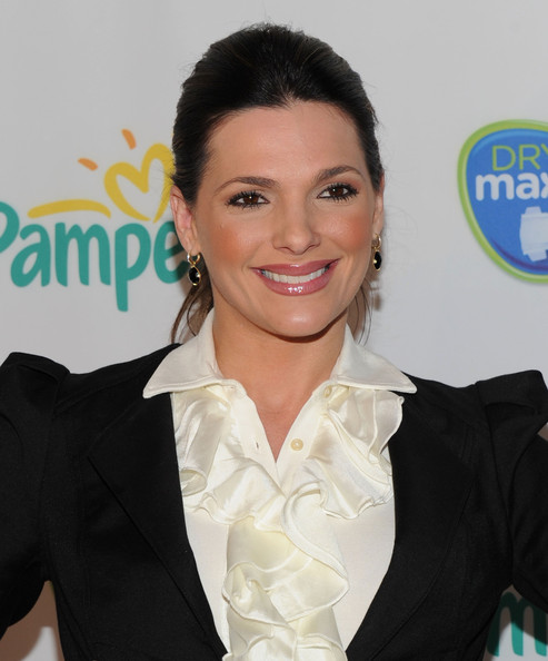 http://www2.pictures.zimbio.com/gi/Barbara+Bermudo+Pampers+Dry+Max+Launch+Party+DoozLNzw007l.jpg