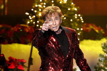 Barry Manilow KOST 103.5 Presents a Very Barry Christmas With Barry Manilow