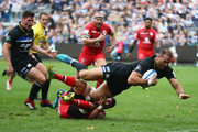 Jamie Roberts of Bath lscores his sides opening try despite the attention of Sebastiaen Bazy of Toulouse een Bath Rugby and Toulouse at Recreation Ground on October 13, 2018 in Bath, United Kingdom.