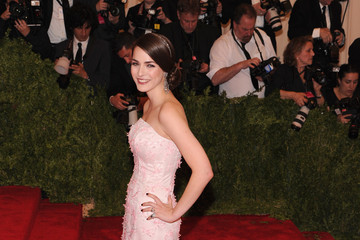 Bee Shaffer Red Carpet Arrivals at the Met Gala