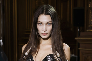 Bella Hadid Vivienne Westwood : Backstage - Paris Fashion Week Womenswear Fall/Winter 2020/2021