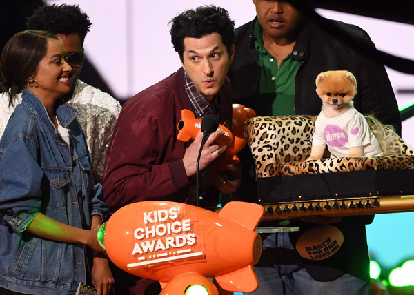Nickelodeon's 2018 Kids' Choice Awards - Show [adaptation,technology,music,event,music artist,musician,kat graham,jiffpom,ben schwartz,r,award,favorite instagram pet,nickelodeon,l,kids choice awards,show]