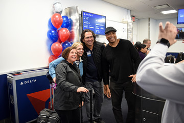 Bernie Williams Delta Air Lines Celebrates The New York Yankees At LaGuardia Airport With Yankees Champions Bernie Williams And Johnny Damon