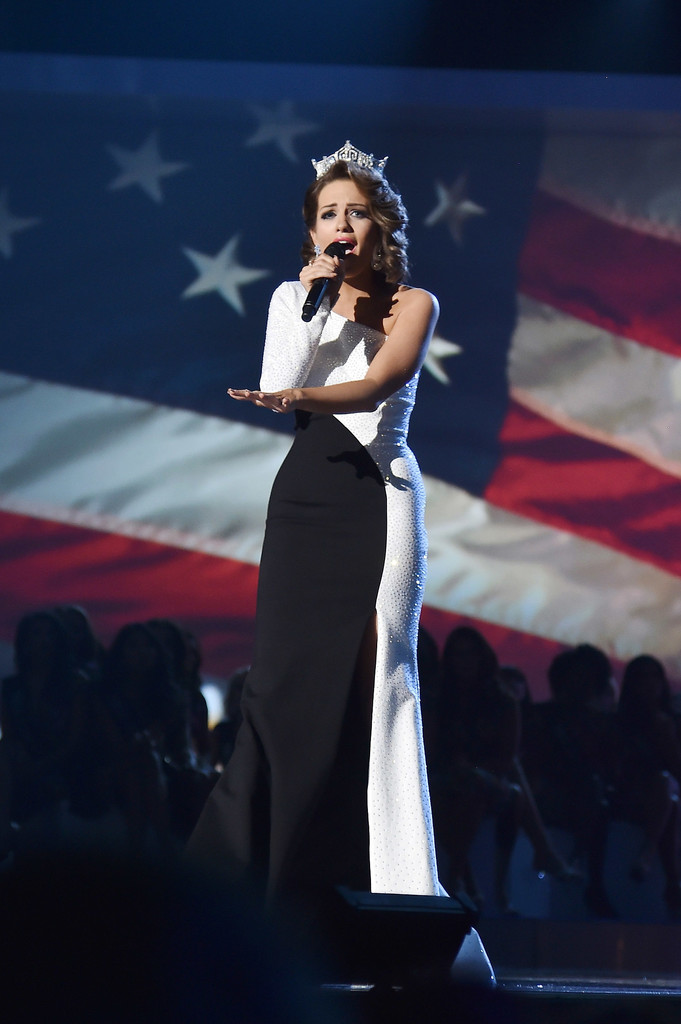 betty cantrell, miss america 2016. - Página 9 Betty+Cantrell+2017+Miss+America+Competition+18q1ww_OKO7x