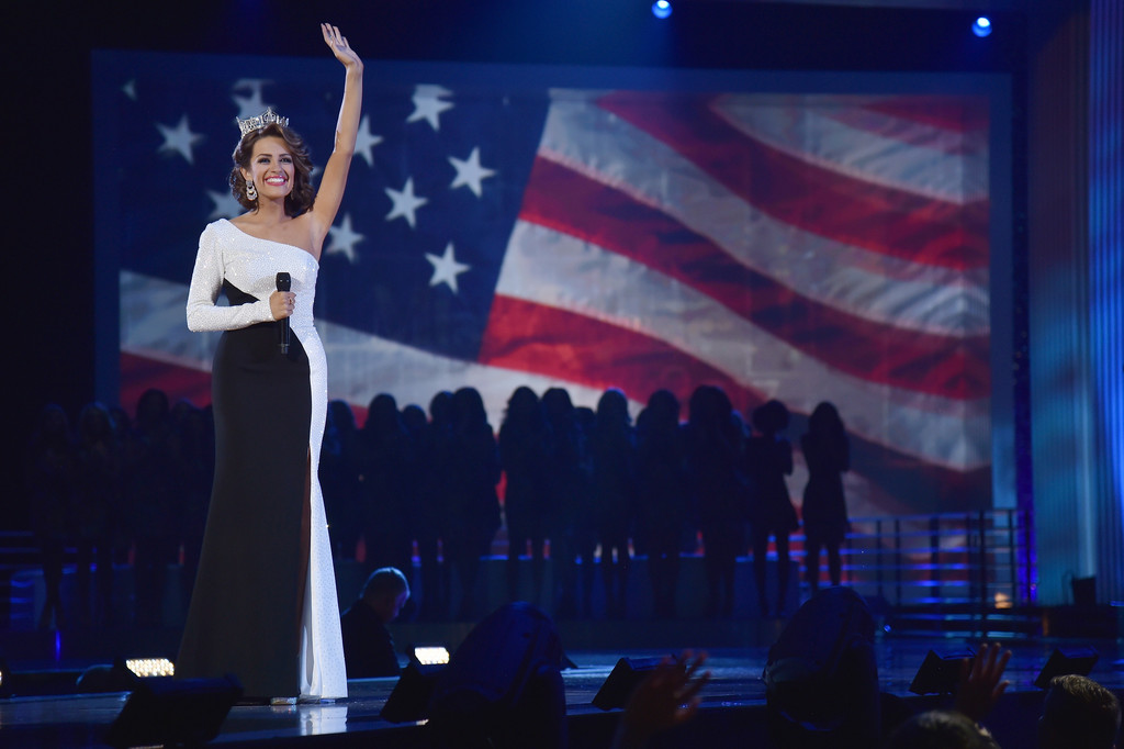 betty cantrell, miss america 2016. - Página 8 Betty+Cantrell+2017+Miss+America+Competition+rYmxrMjezRVx