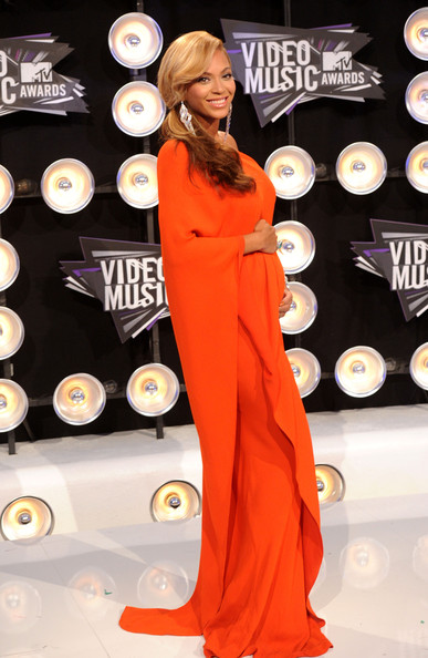 Beyoncé >> MTV Video Music Awards 2011 [28/08/11] [II] - 1 PREM. + PERFORMANCE + COMO ROBARSE LA NOCHE Beyonce+Knowles+2011+MTV+Video+Music+Awards+Zsp9-OWfqaIl