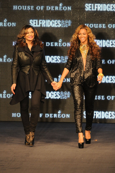 http://www2.pictures.zimbio.com/gi/Beyonce+Knowles+Launch+House+Dereon+Beyonce+XwfFCIMAt9Bl.jpg
