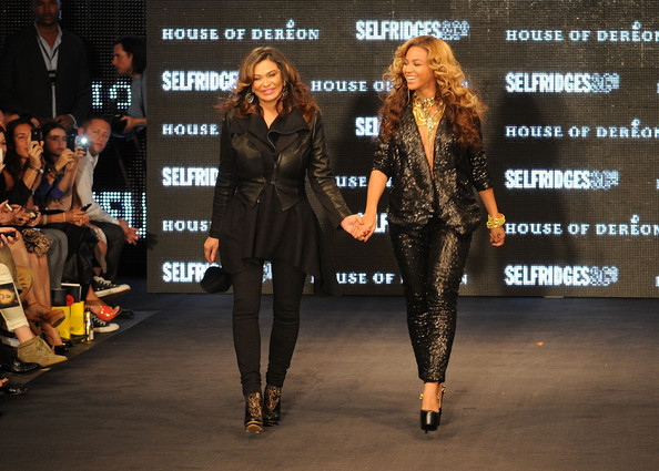 http://www2.pictures.zimbio.com/gi/Beyonce+Knowles+Launch+House+Dereon+Beyonce+xAxLBY_qWYdl.jpg