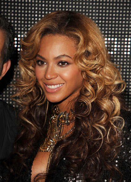 http://www2.pictures.zimbio.com/gi/Beyonce+Knowles+Launch+House+Dereon+Beyonce+xp9d1fyxySql.jpg