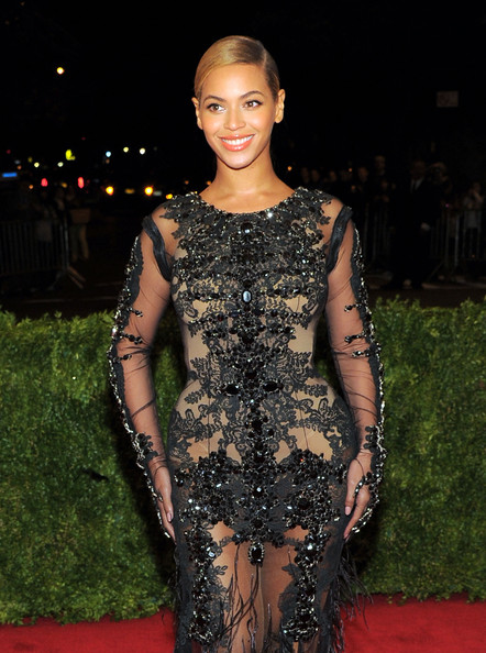 """Beyonce Knowles - NY: """"Schiaparelli And Prada: Impossible Conversations"""" Costume Institute Gala"""