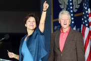 Democratic gubernatorial candidate Alex Sink (L) points as she campaigns with former President Bill Clinton at Miami-Dade College October 21, 2010 in Miami, Florida. Sink is facing off against Republican challenger Rick Scott for the Florida governor's seat.