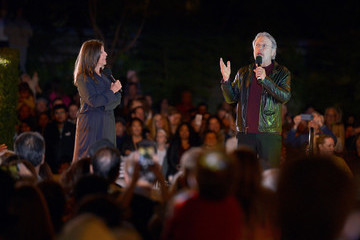 Billy Crystal Palisades Village Welcomes The Holidays With Annual Christmas Tree Lighting