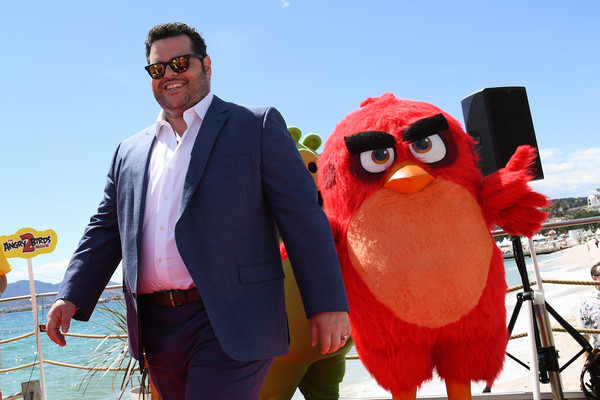 The Birds And Pigs From 'The Angry Birds Movie 2' Unite