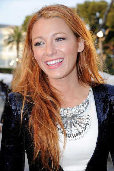 http://www2.pictures.zimbio.com/gi/Blake+Lively+Chanel+Collection+Croisiere+Show+qK82F_SJRZJl.jpg
