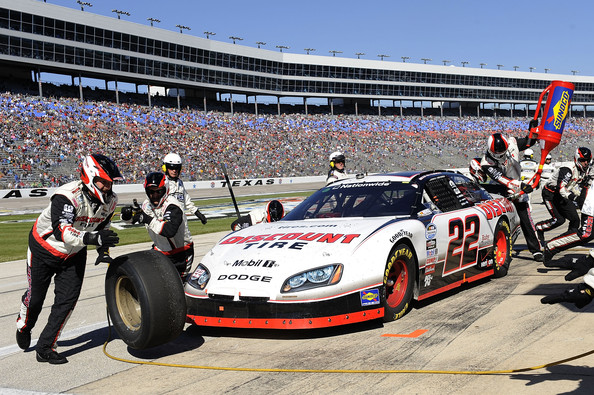 Brad keselowski pictures o reilly auto parts challenge for Discount motors fort worth tx
