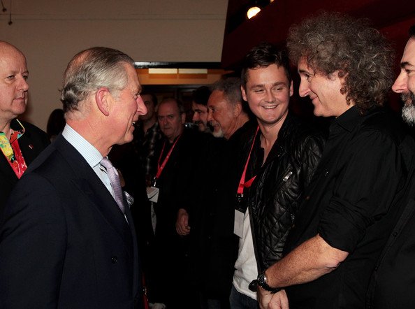 http://www2.pictures.zimbio.com/gi/Brian+May+Tom+Chaplin+Backstage+Prince+Trust+7KiTlPxKynCl.jpg