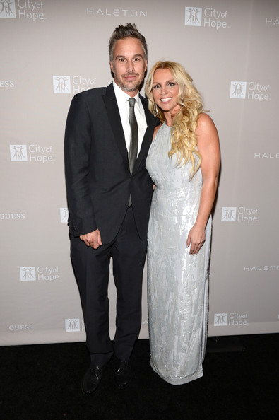 http://www2.pictures.zimbio.com/gi/Britney+Spears+Jason+Trawick+City+Hope+Honors+_QHEaL8UsfNl.jpg