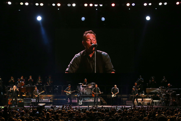 Bruce Springsteen - Page 26 Bruce+Springsteen+Bruce+Springsteen+Performs+nfgSyp6PcnFl