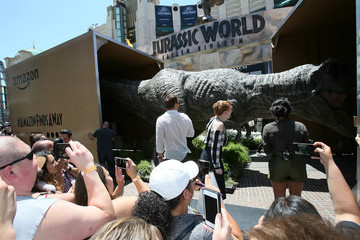 Bryce Dallas Howard Chris Pratt Stars From 'Jurassic World: Fallen Kingdom' Make Largest Delivery In Amazon's History At The Grove