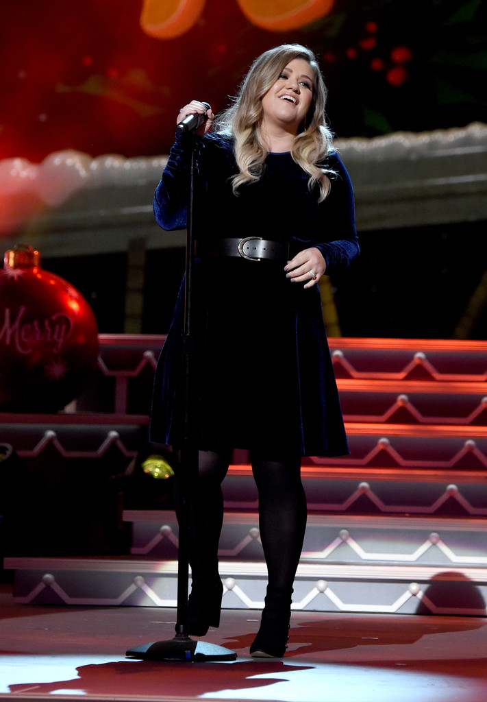 Kelly Clarkson Photos - CMA 2016 Country Christmas - 855 of 2750 ...