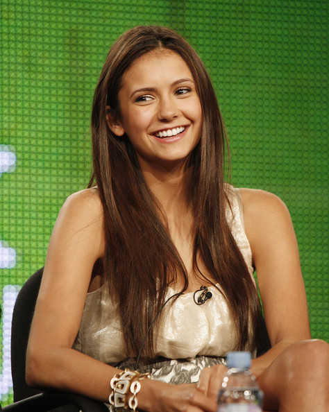 haare wie nina dobrev haare. Black Bedroom Furniture Sets. Home Design Ideas