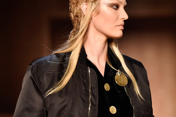 Candice Swanepoel Givenchy : Runway - Paris Fashion Week Womenswear Fall/Winter 2016/2017