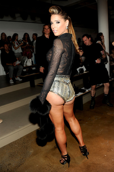 Carmen+Carrera+NYFW+Front+Row+Blonds+5jd