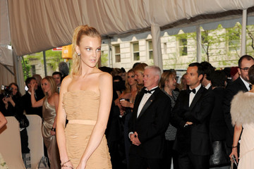 "Caroline Trentini ""Alexander McQueen: Savage Beauty"" Costume Institute Gala At The Metropolitan Museum Of Art - Arrivals"