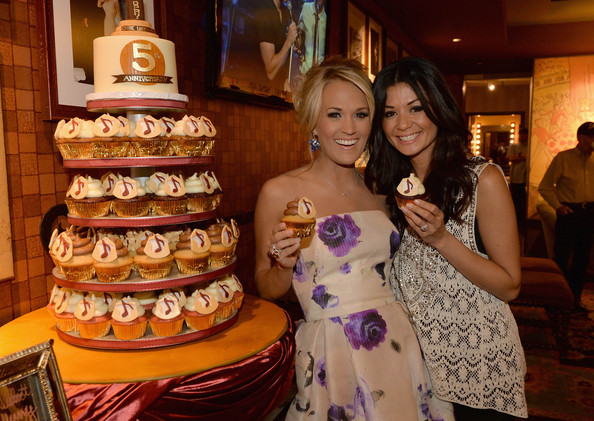 carrie underwood cupcake wedding cake carrie underwood s opry 5th anniversary pictures zimbio 12409