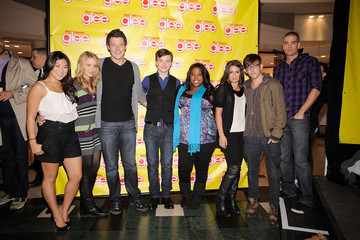 """Jenna Ushkowitz Chris Colfer The Cast Of Signs Copies Of """"Glee: The Musical Vol. 1"""" In Long Island"""