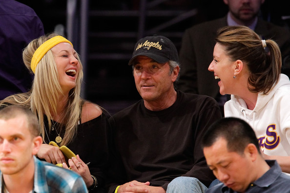 Kaley Cuoco (L) attends a game between the Utah Jazz and the Los Angeles Lakers at Staples Center on May 4, 2010 in Los Angeles, California.