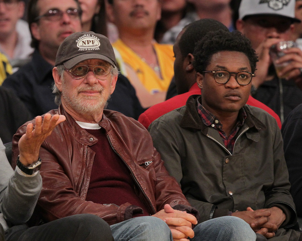 Theo Spielberg Photos Photos - Celebrities At The Lakers ...