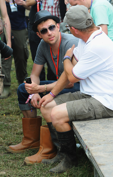 Spot the celebrities at Glastonbury Festival — Daily Bird