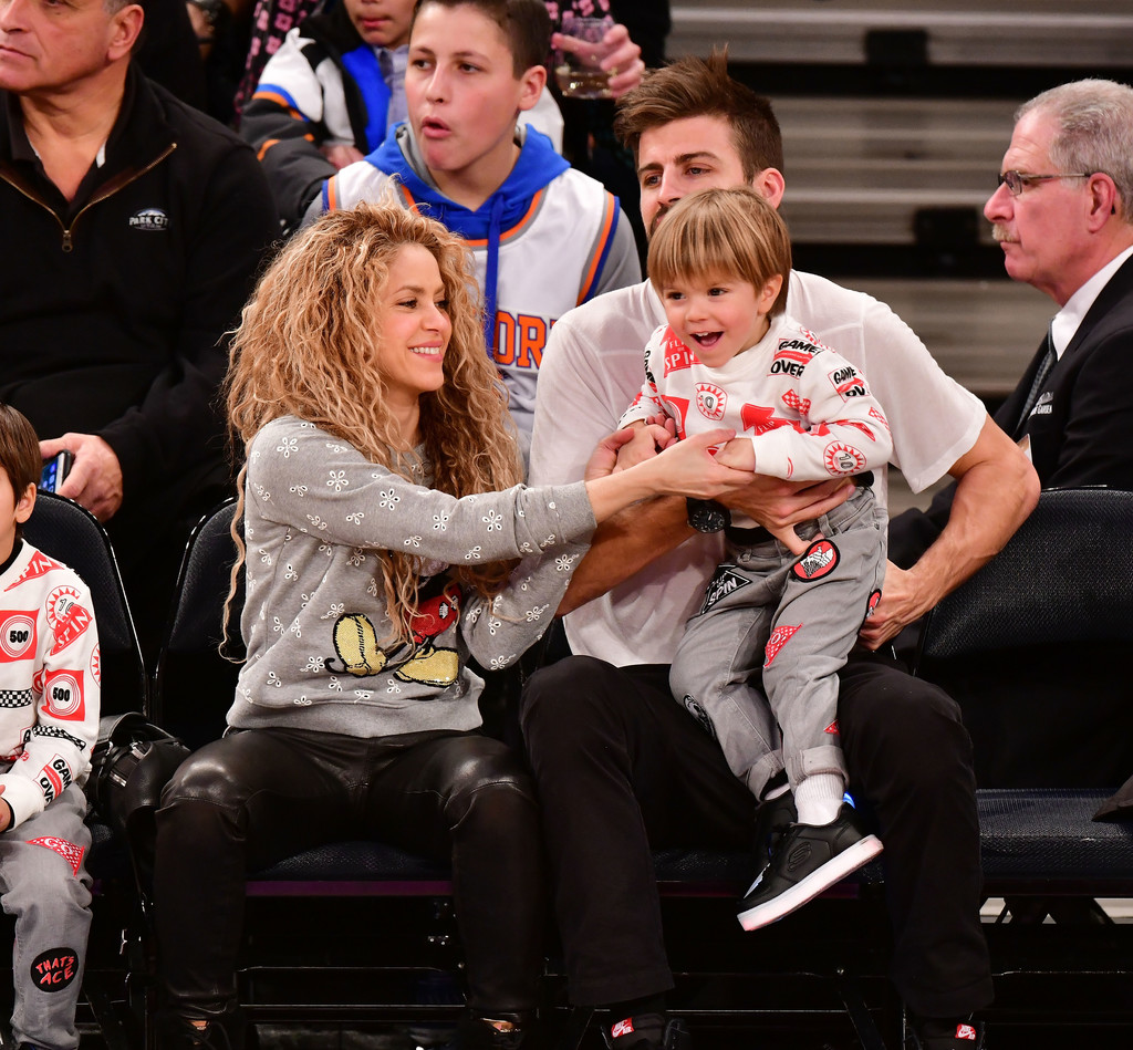 Gerard Pique And Sasha Pique Mebarak Photos Photos Celebrities Attend The New York Knicks Vs