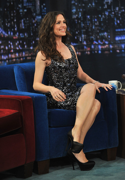 "Actress Jennifer Garner visits""Late Night with Jimmy Fallon"" at Rockefeller Center on April 6, 2011 in New York City."